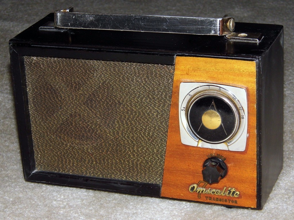 Joe Haupt, Vintage Omscolite 7 Transistor Battery Powered Wood Table Radio, Made In Japan, Circa 1960s, via Flickr; released under Creative Commons license